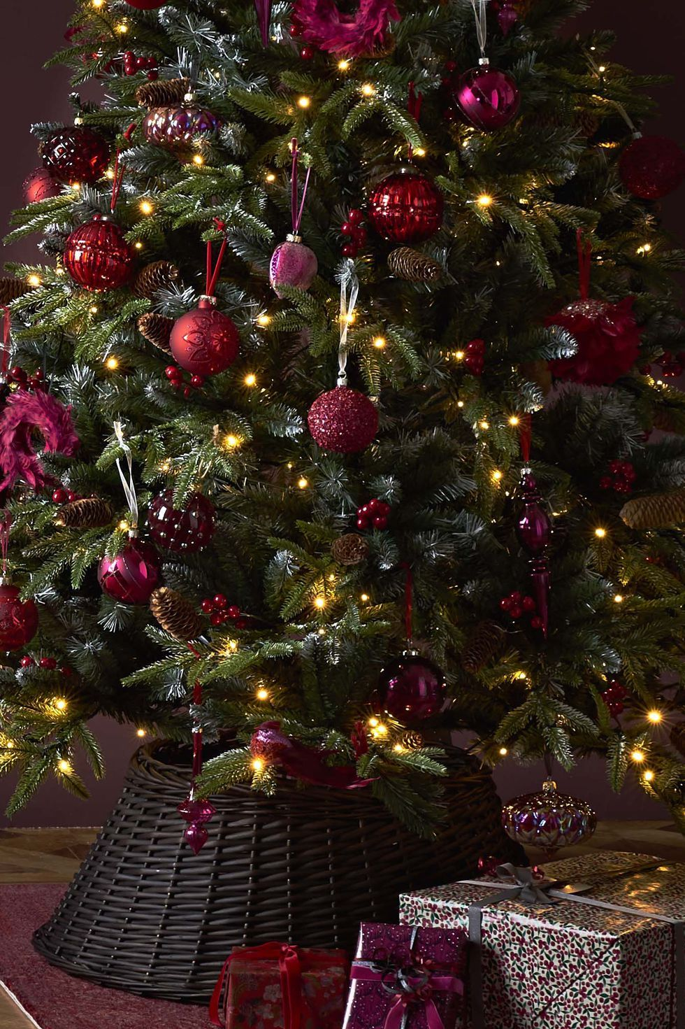 How to decorate your Christmas tree like a profess