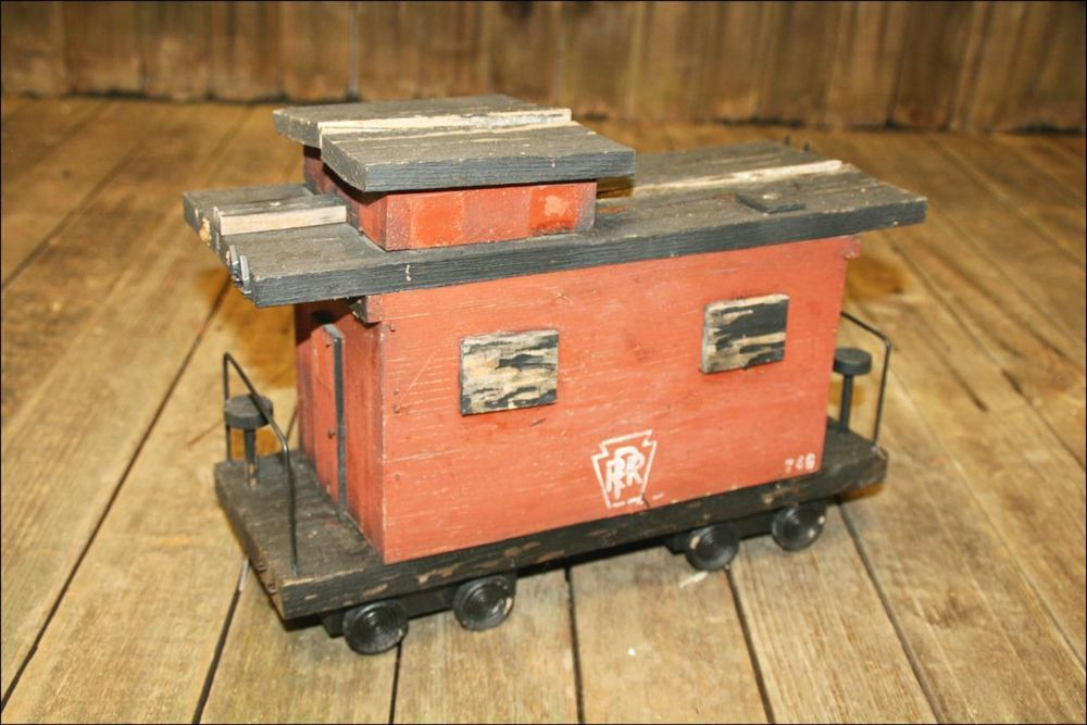 Vtg WOOD BIRDHOUSE bird feeder RAILROAD TRAIN PRR wooden chic folk art shabby