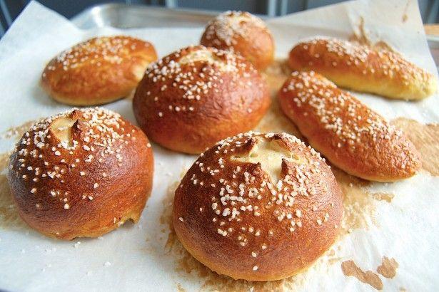 Pretzel buns via @kingarthurflour