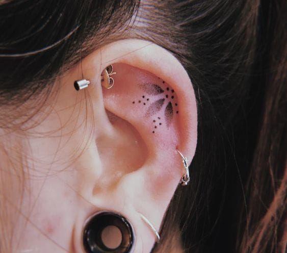 10 ideas de tatuajes en las orejas que te encantarán - Mujer de 10: Guía real para la mujer actual. Entérate ya.