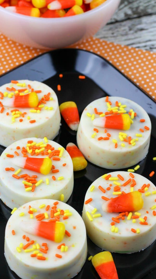 Candy corn Oreos recipe, perfect for Halloween parties, school