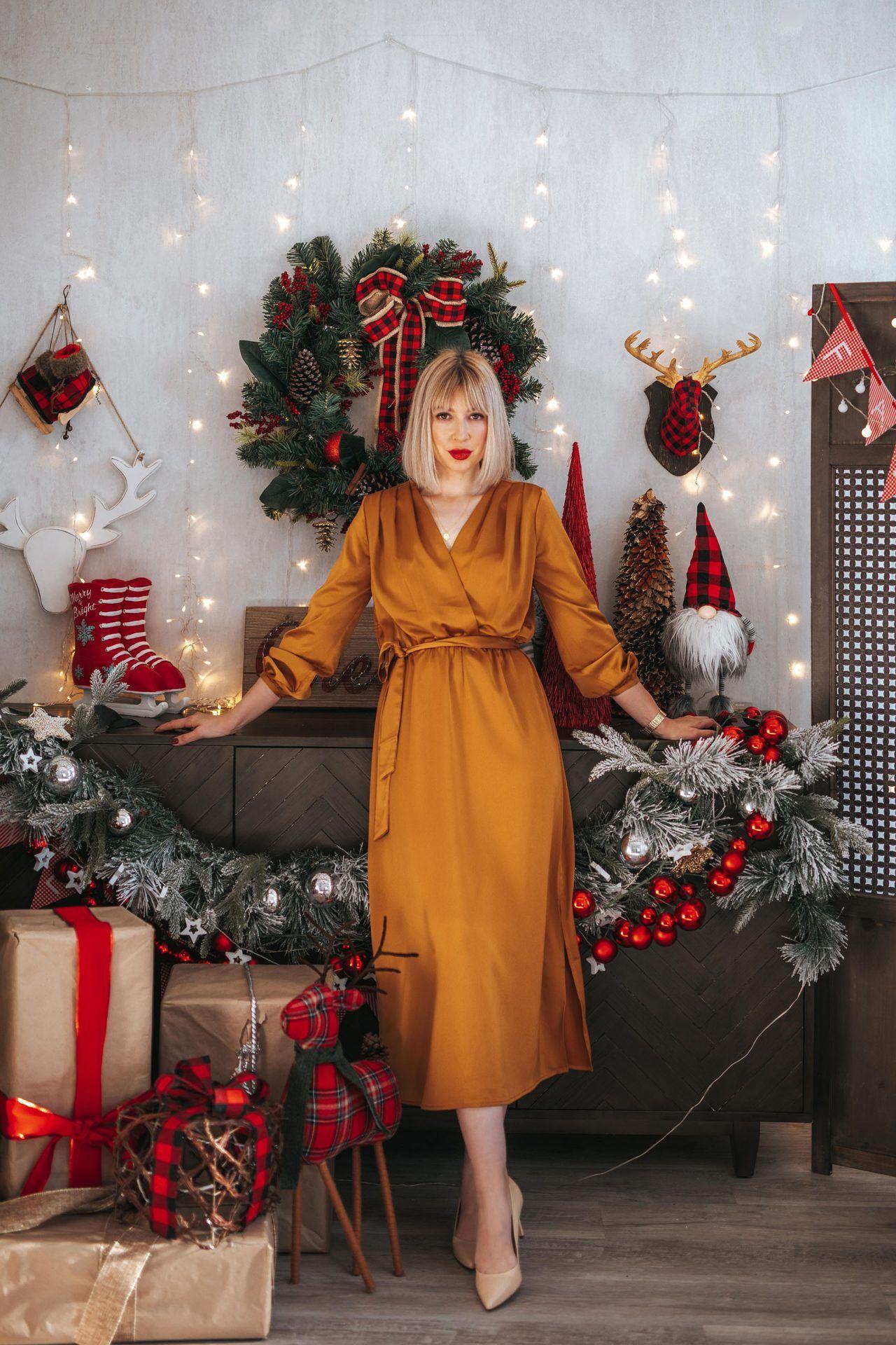 satin dress for christmas (5 of 10)