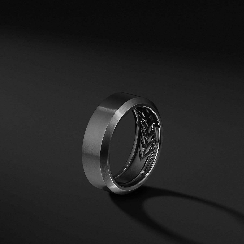 Beveled Band in Black Titanium, 8.5mm Black titanium
