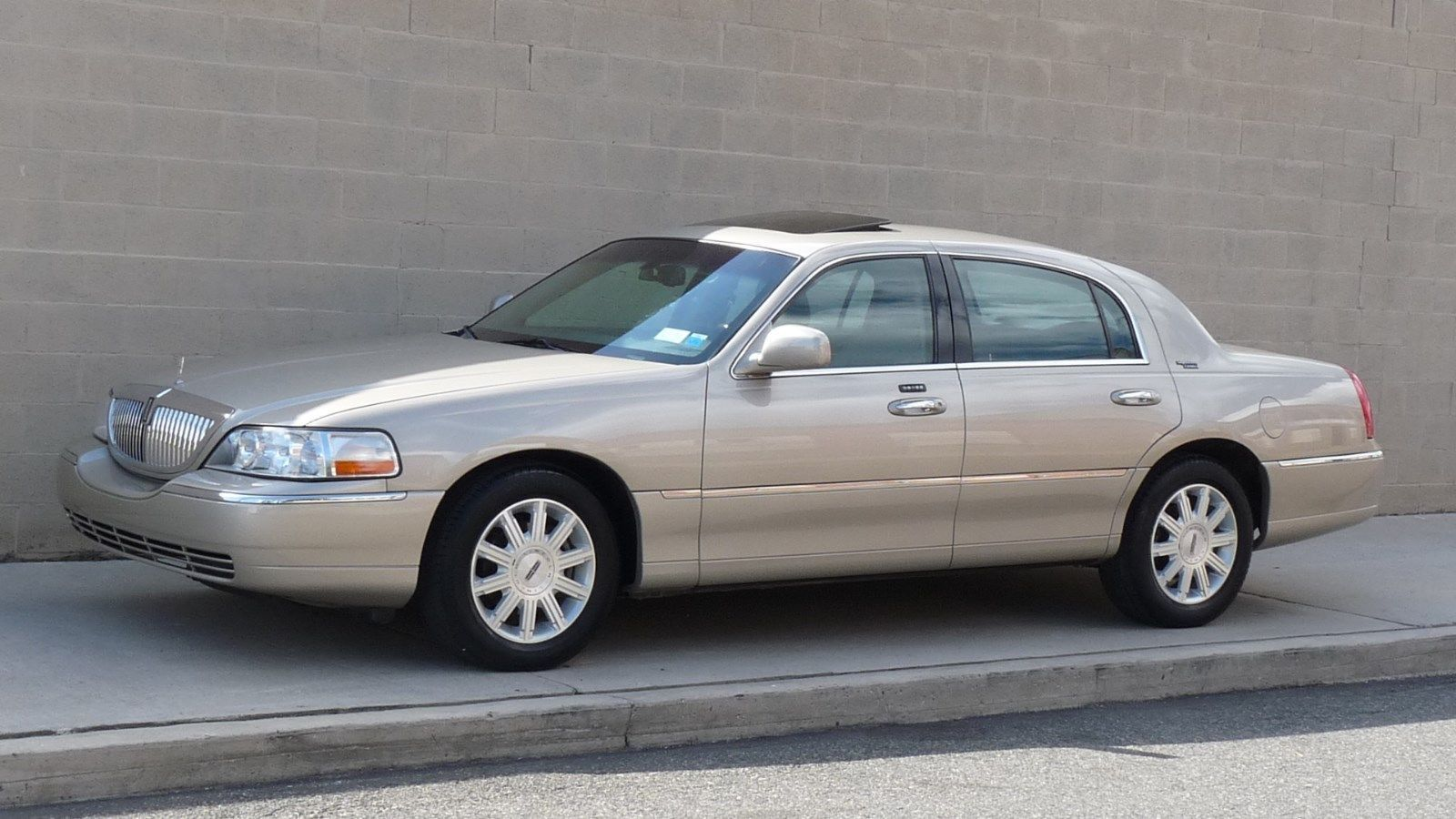 2006 Lincoln Town Car Signature Limited Sedan 4 Door Luxury Auto