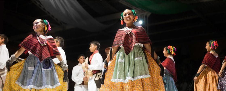 Mujeres indígenas con sus trajes típicos
