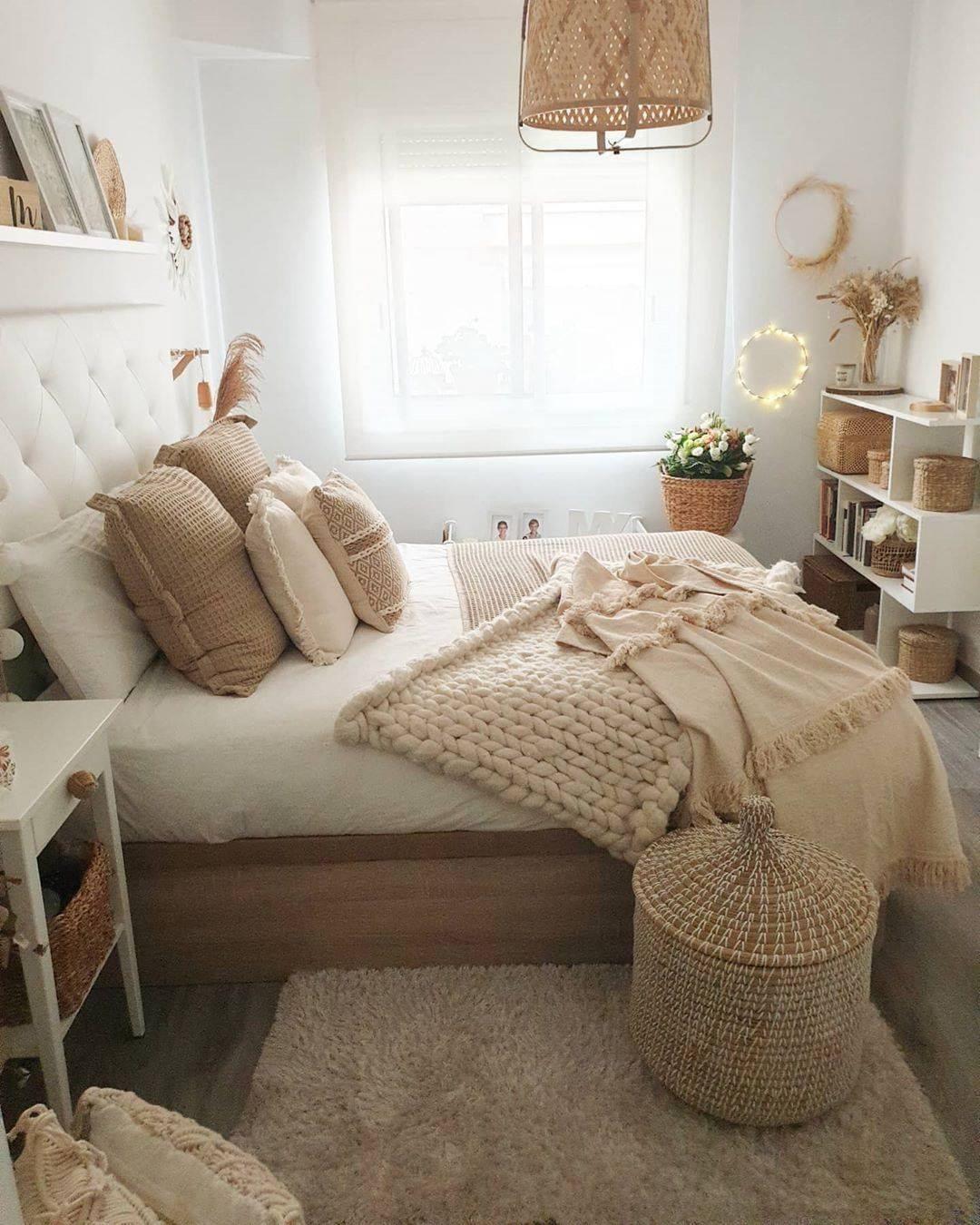 "Home with rue on Instagram: ""Too lovely 😍 via @martadecosweethome_ . . . . - - - - #homewithrue #scandiliving #bedroomdecor #bed #bedroomgoals #bedroomdesign…"""