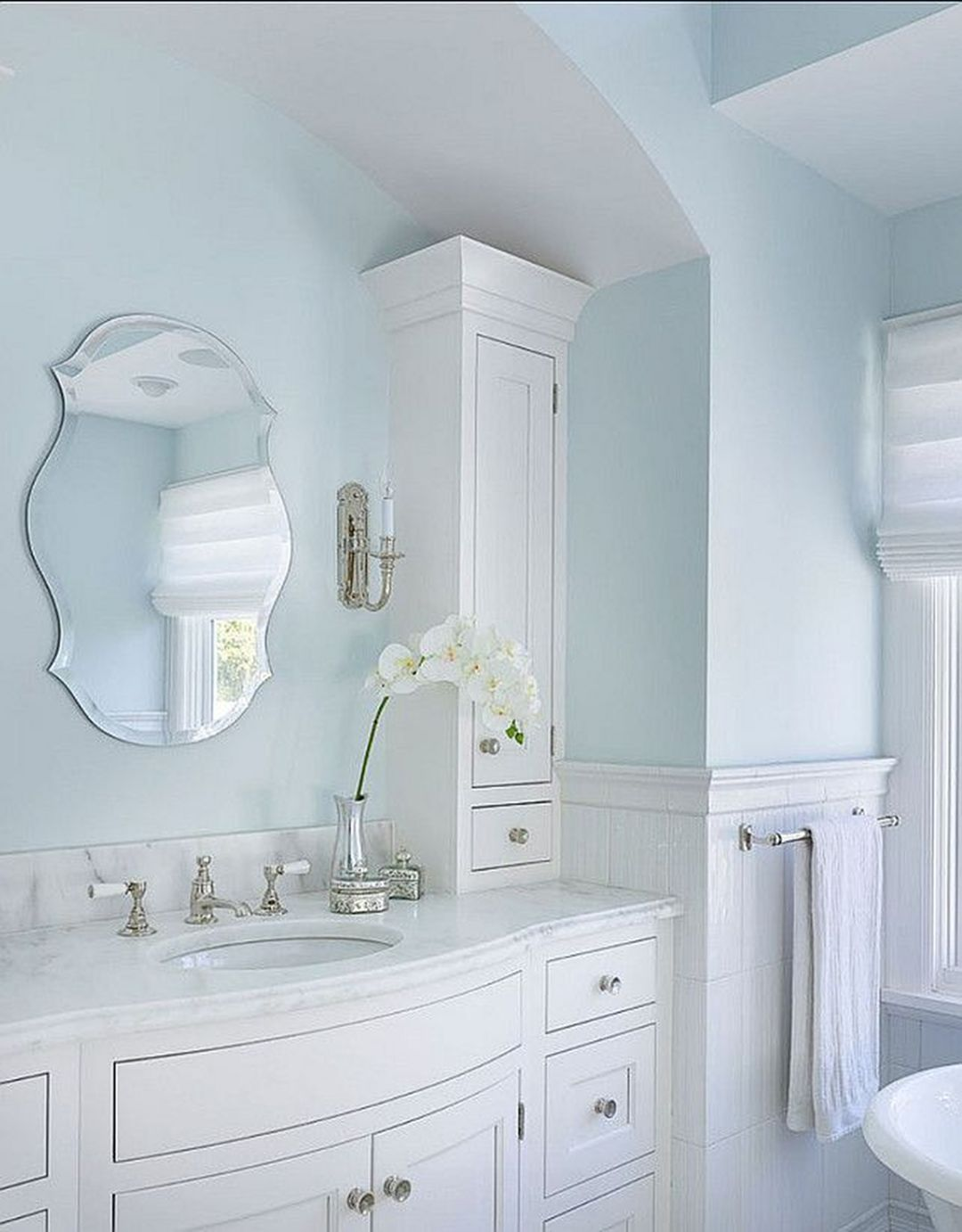 Gorgeous 25 Most Bright Bathroom Paint Color Ideas Trend 2018 Goodsgn Bright Bathroom Light Blue Bathroom Bathroom Paint Colors