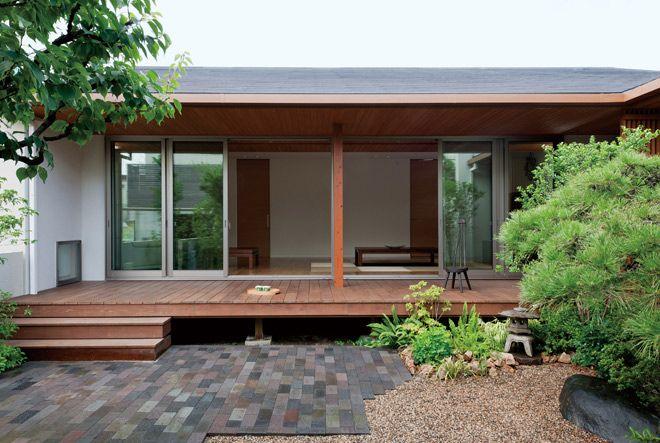 田園に溶け込む大屋根の和風平屋住宅 岡山県で無垢の木の家を建てる