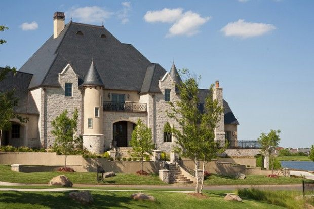 19 Gorgeous Houses That Look Like Castles Castle House Plans Castle House Modern Castle House