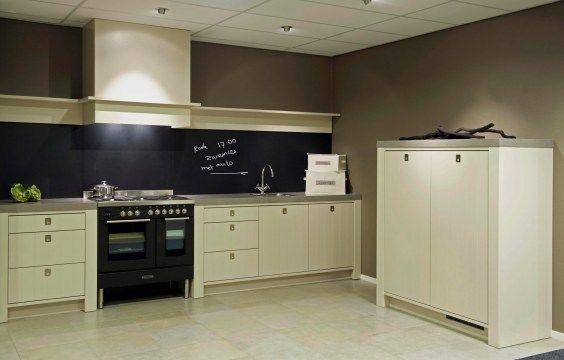 Landelijk rechte keuken met een moderne draai landelijke keukens pinterest future - Kleur verf moderne keuken ...
