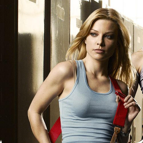 Lauren German with a weight of 54 kg and a feet size of 9 in favorite outfit & clothing style