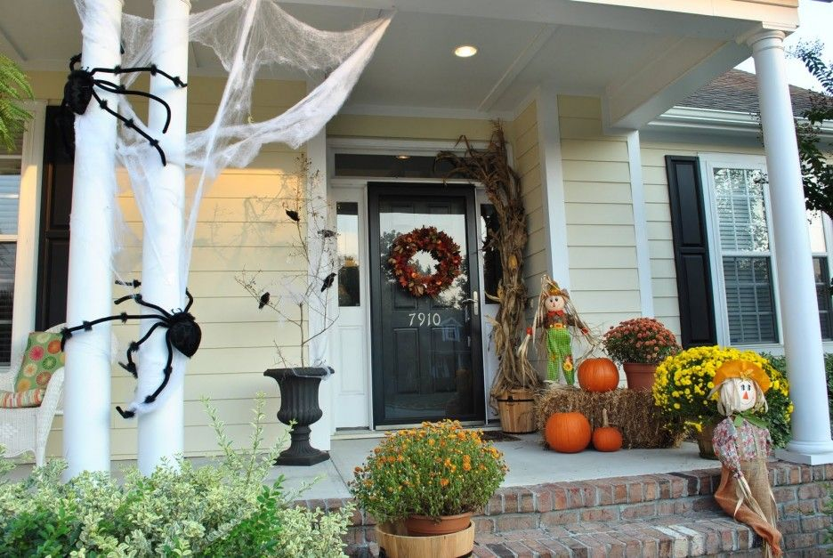 Nerve Chilling Front Porch Halloween Decoration Ideas Using Black