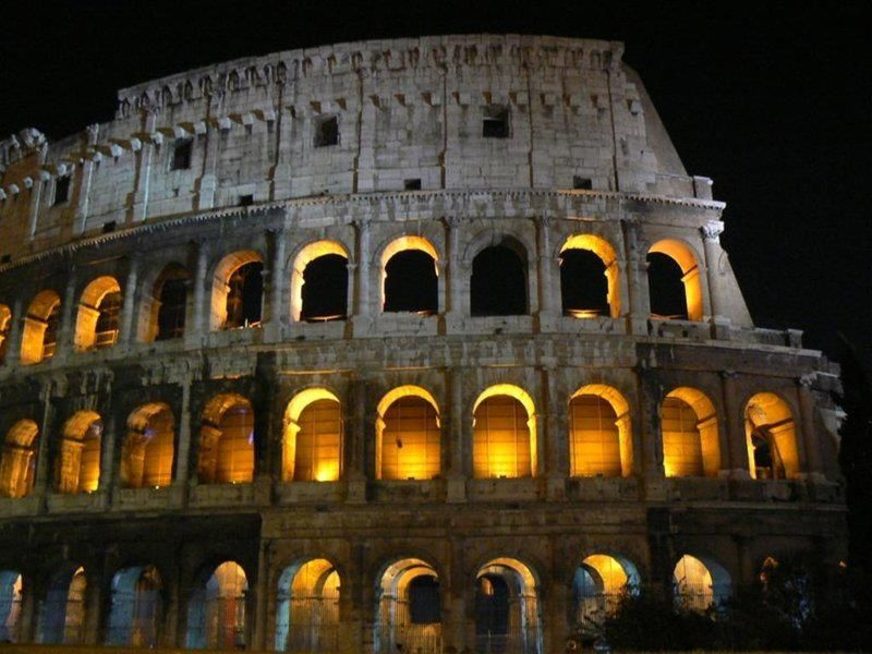 The Colosseum / Coliseum in Roma  Le Colisée à Rome