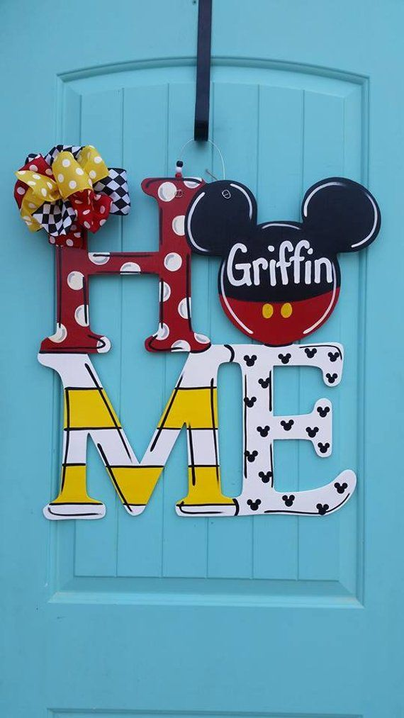 Ich rufe alle Mickey-Liebhaber an !! Dies ist der perfekte Türhänger für Sie! Maus inspi ... #disneycrafts