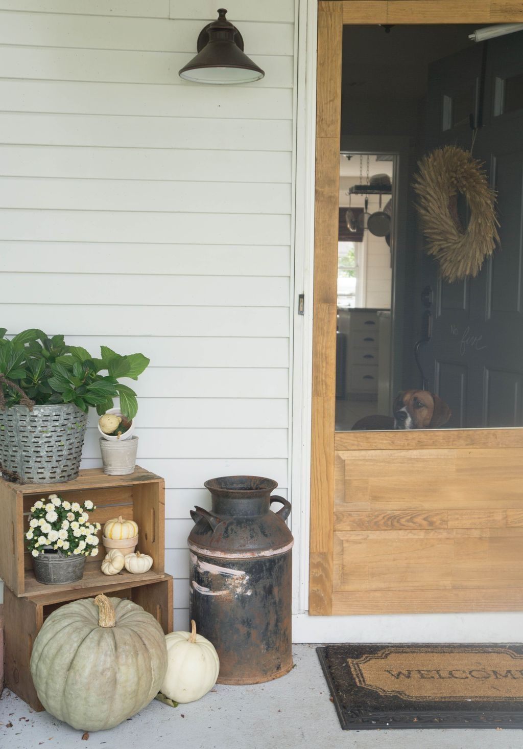 20 Totally Stunning Farmhouse Porch Decoration Ideas