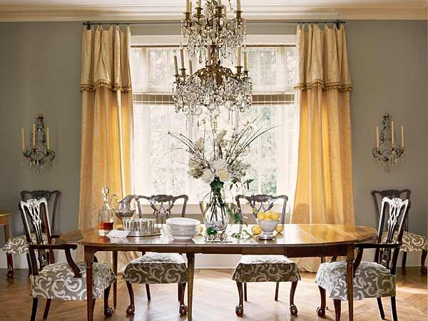 A Double Tiered Crystal Chandelier Establishes Tone Of Elaborate Formality In This Birmingham Dining Room Designer Mary Evelyn McKee Complements It With