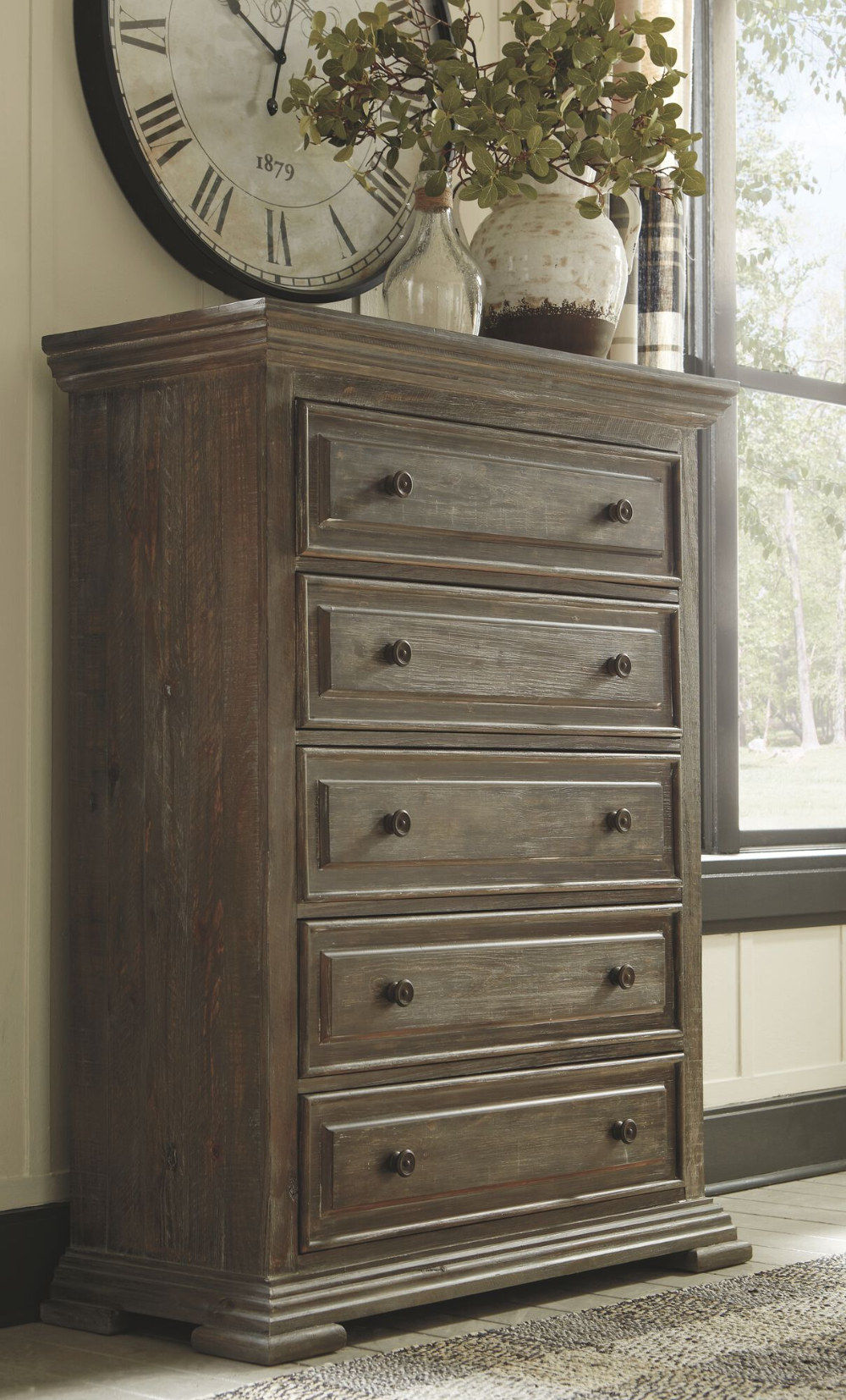 Traditional FiveDrawer Chest in Aged Pine Mathis