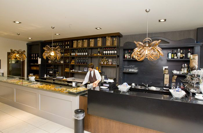 Pastry shop italian style cafe interior design ideas for Italian cafe interior design ideas