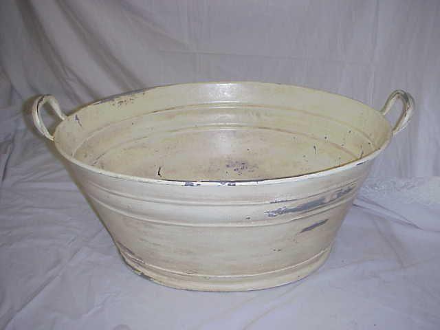 Encore Props Offwhite Metal Oval Tub Old Fashioned Wash Basin W 2 End Handles 31 5 L X 23 25 W X 12 5 T Tbd Wash Tubs Wash Basin Basin