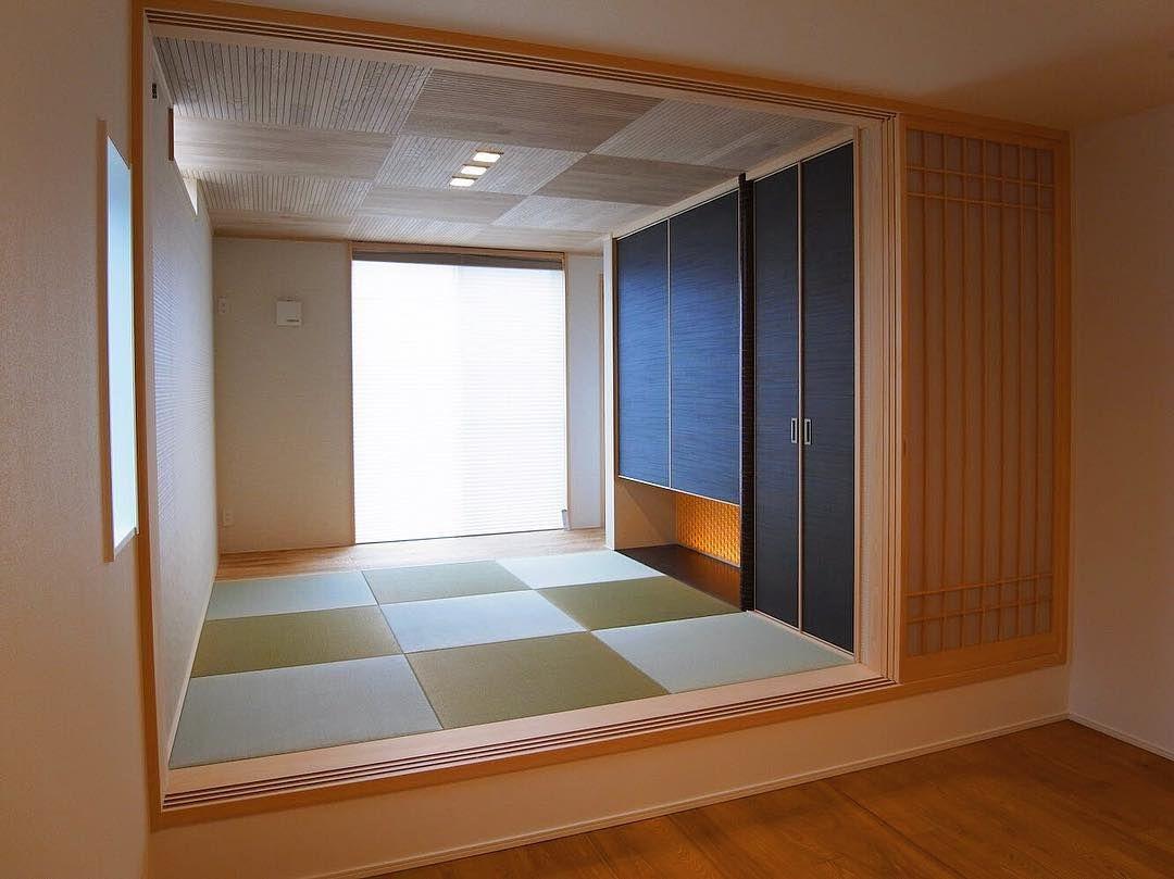 リビングの続きに一段上げて設けた和室は 窓から光がたっぷり差し込み