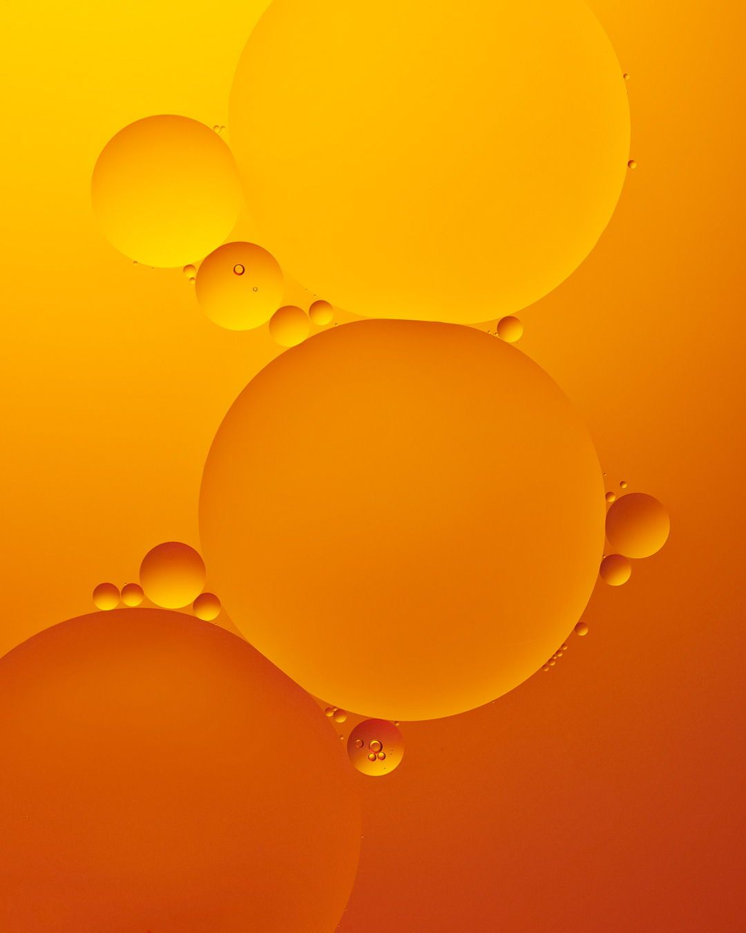 Creative orange and yellow oil and water photography shot with a macro camera. www.jennagang.com #oilandwater #oilandwaterphotography #macrophotography #closeupphotography #colorfulphotography #oilandwaterhowto #oilandwaterstyling #stillifestyling #stilllifeideas #creative ideas #creativephotography #prettystillife