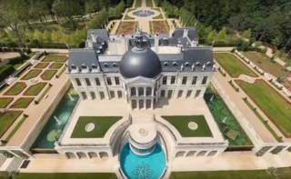 The Mystery Of Who Owns The World S Most Expensive House Has Finally Been Solved Chateau Louis Expensive Houses Mansions