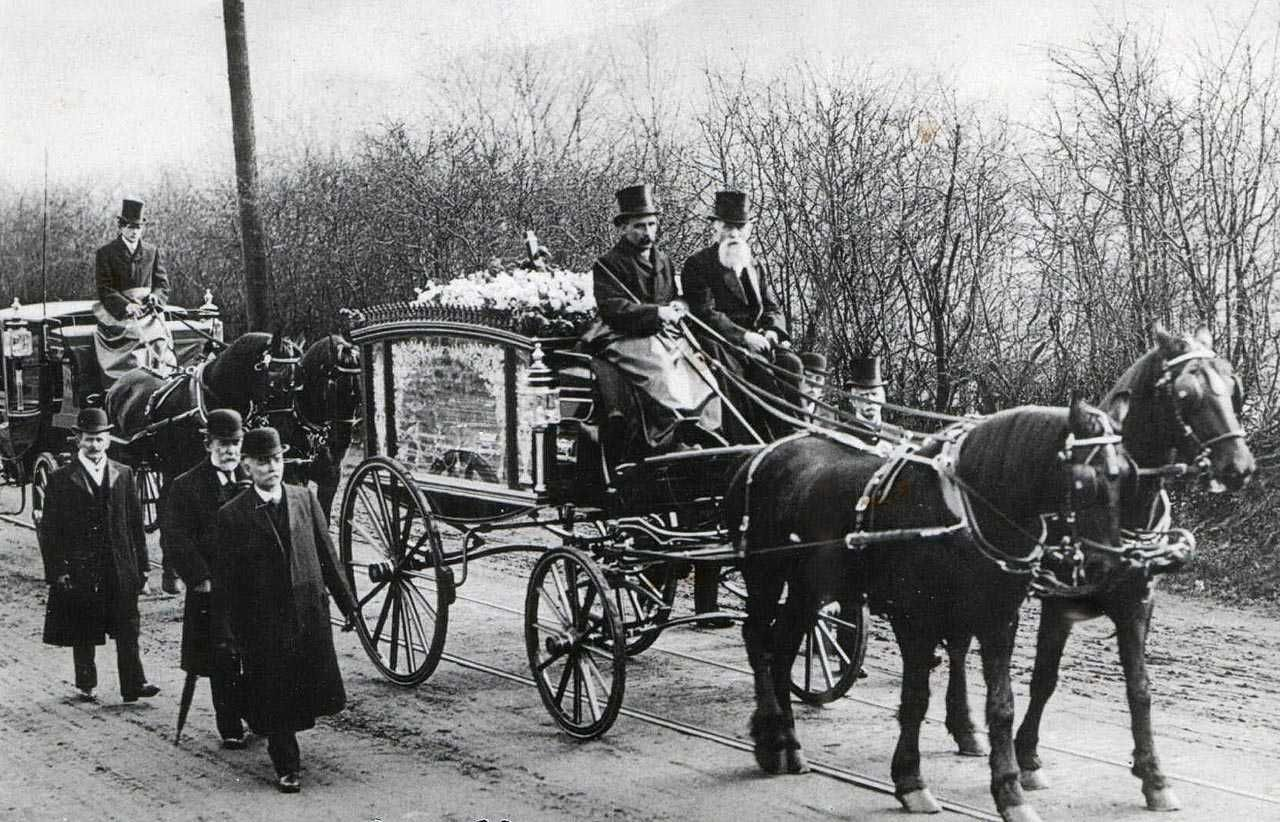 Wattstown Coal Mining Disaster Funeral cortege in 1905 - heading for Llethr Ddu Cemetery, Trealaw.