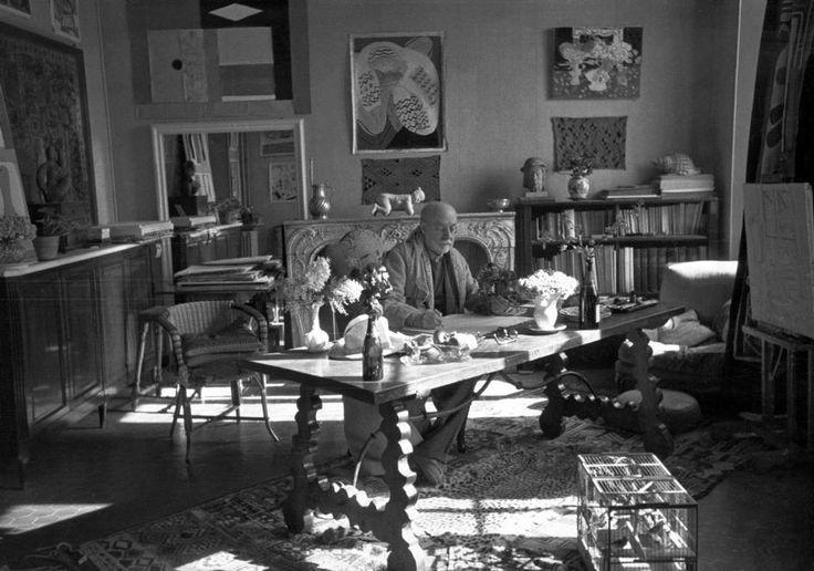 Henri Matisse At His Home Villa Le Reve February 1944 Henri Matisse Matisse Matisse Art