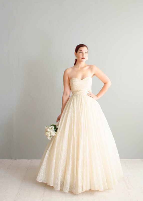 521666bbc75 Vintage 1950s Wedding Gown Strapless 50s by concettascloset ...