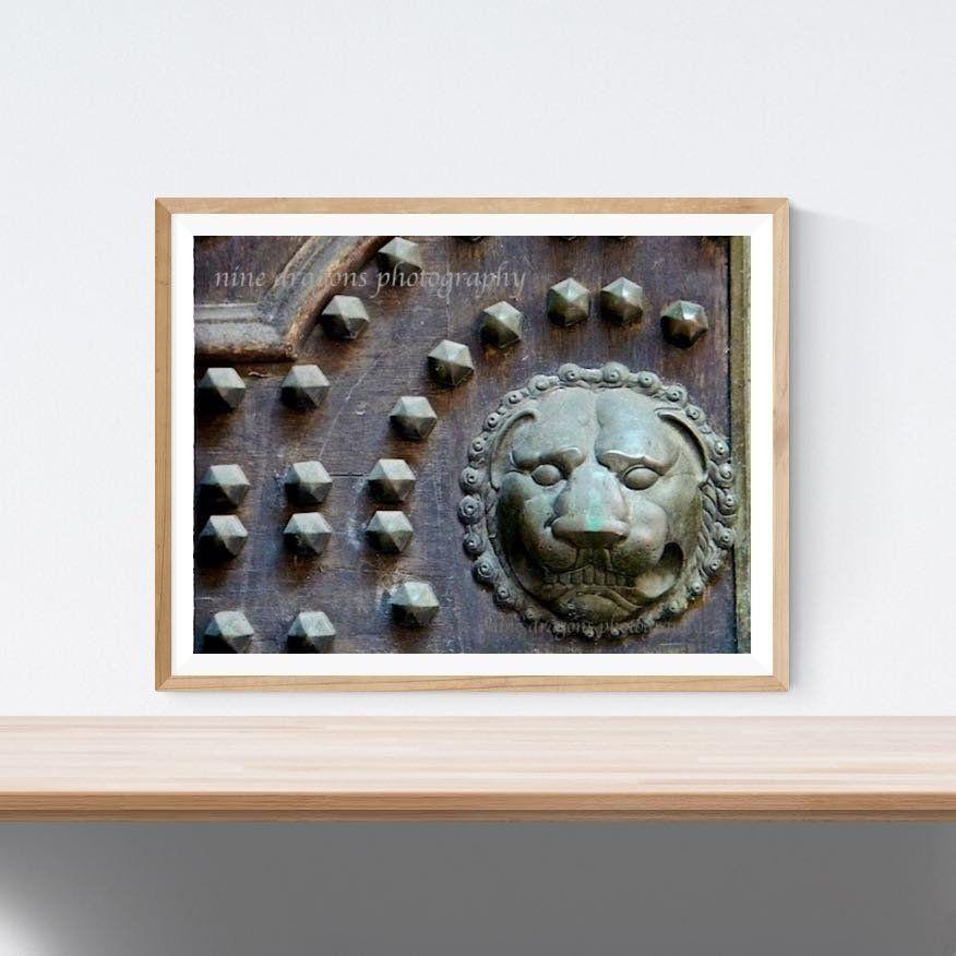 Photo of Verdigris Lion Kunsttrykk | Arkitektonisk detalj | Leo Lion Art | Dørfotografering | Kunst for menn | Lion Print Fine Door Photography