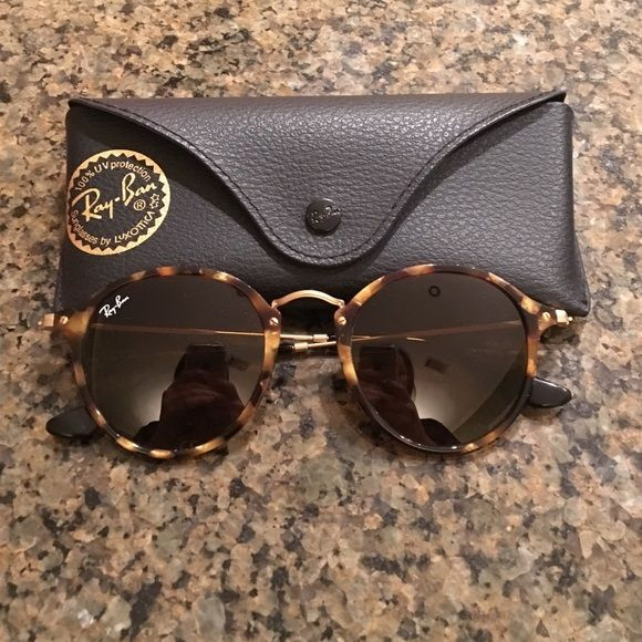 f51b2f5fe89 Ray-Ban Sunglasses These sunglasses are the Ray-Ban Round Fleck Brown  Classic B-15. They have only been worn maybe 3 times. They are like brand  new.