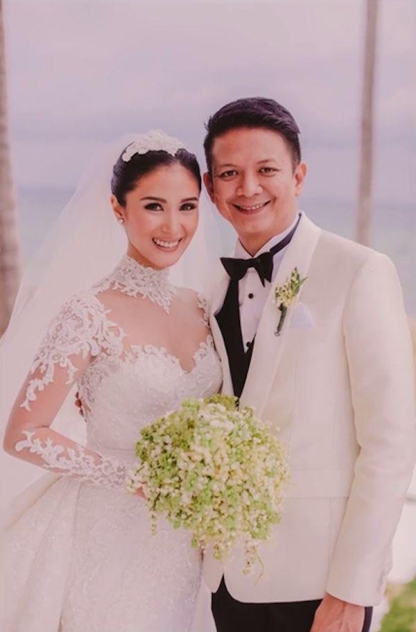 Celebrity Wedding Senator Chiz Escudero And Heart Evangelista Wedding Photos Celebrity Wedding Gowns Heart Evangelista Wedding Wedding Gowns