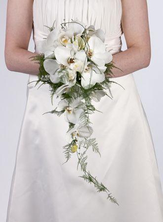 bouquet de mariée : des couleurs pastels et un bouquet tombant