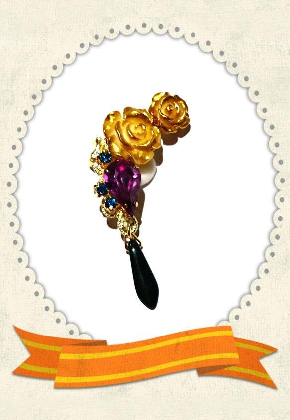 金色の薔薇、パープルビジュー、ブルージルコン、雫はチェコガラスのブラック、座金はゴールド使用♡右耳用イヤーカフになります!(^^)!今回は二人のイメージで作っ...|ハンドメイド、手作り、手仕事品の通販・販売・購入ならCreema。