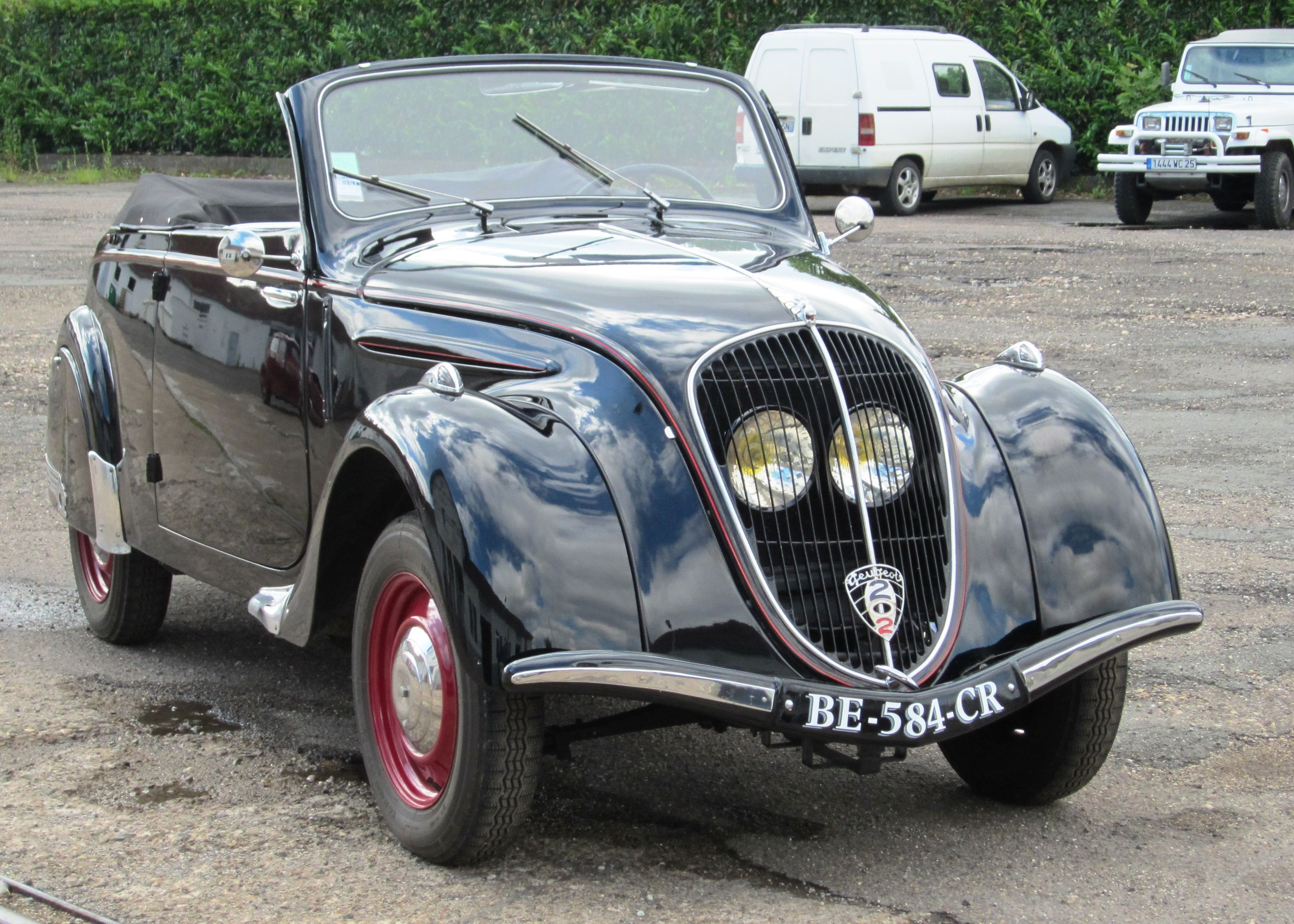 peugeot 202 cabriolet. the protected position of the headlights