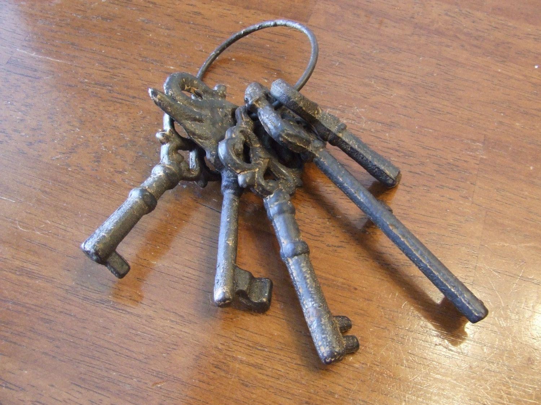 Vintage Iron Keys, Cast Iron Keys, Keys, 5 keys Wall Decor ...