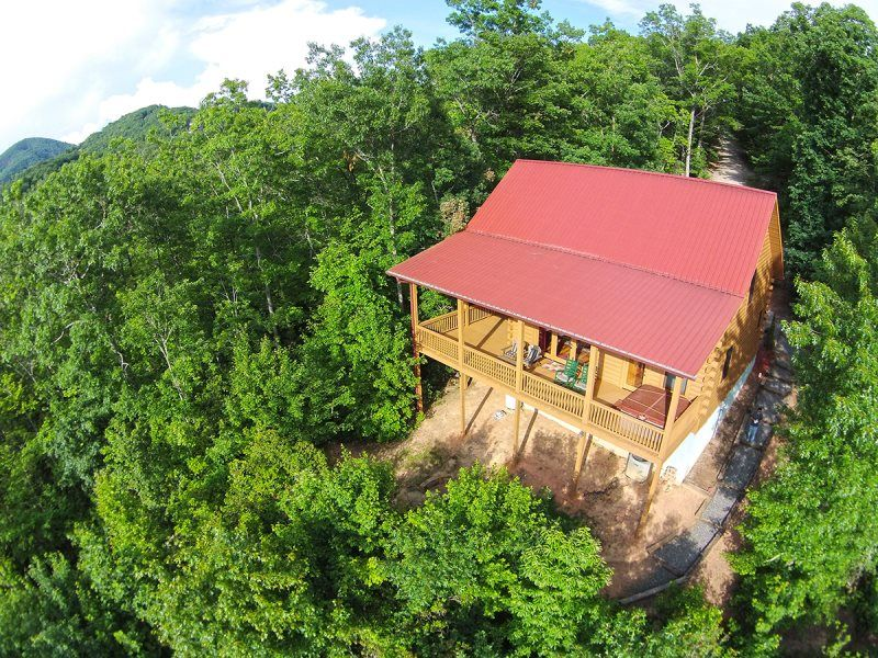 Two Bedroom Log Cabin Near Cherokee NC With Hot Tub