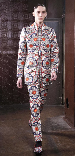 Love this suit by Alexander McQueen shown at London Collections: Men.   Not one for the 'blend in' brigade...