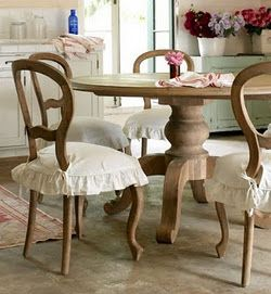 39 Amazing Shabby Chic Dining Room Design With Round Wooden Table Chair And Flower Ornament White