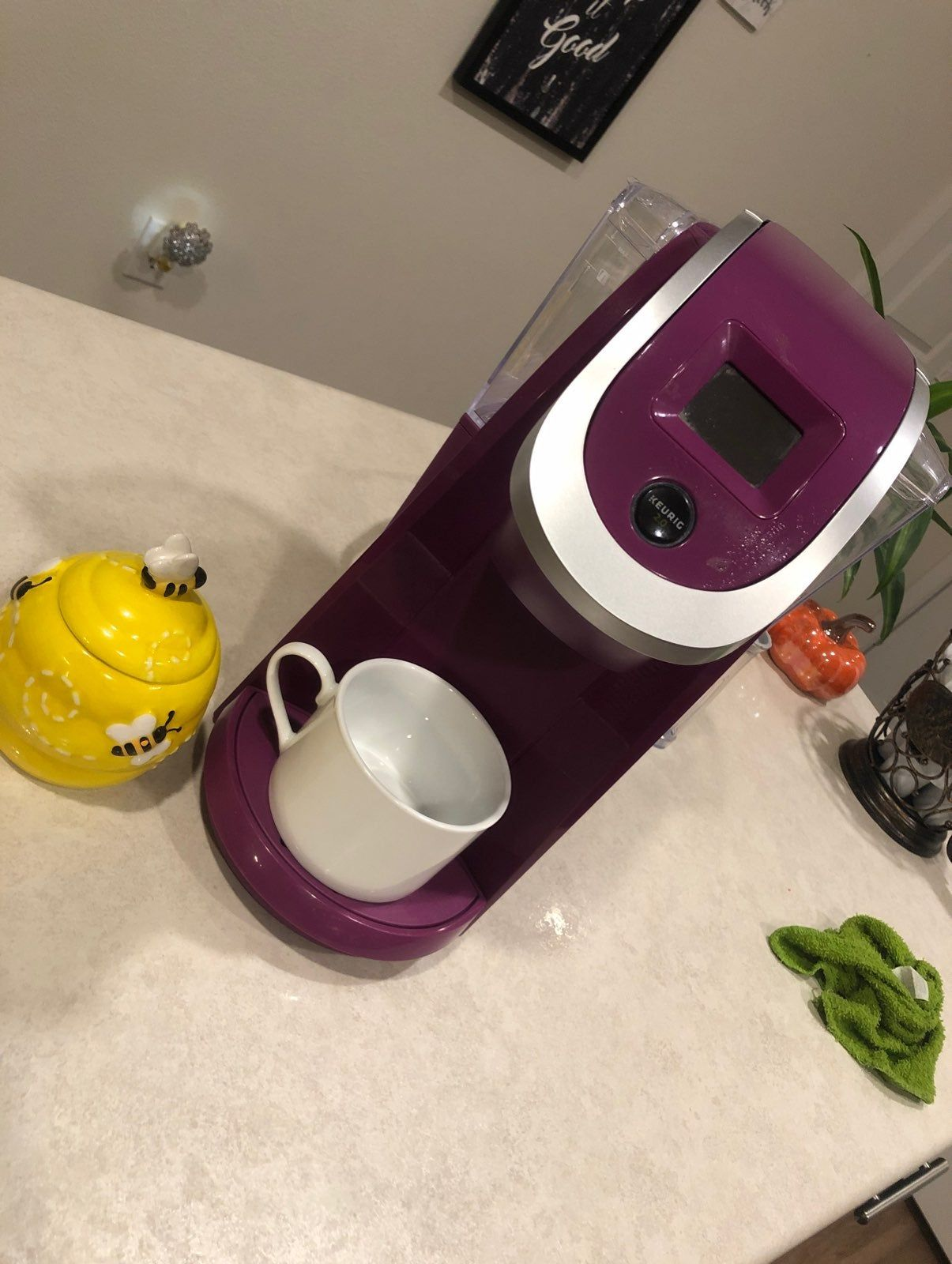 Keurig 2.0 coffee maker with replaceable filter and mini