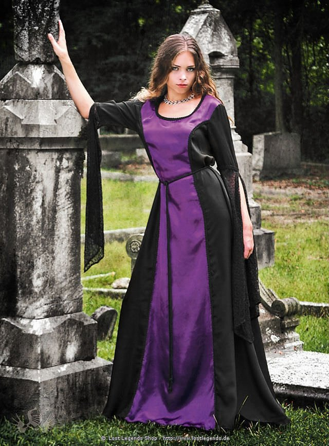 Gotisches Gewand schwarz-violett: Mittelalterliches Gewand im gotischen Stil mit langen Spitzenärmeln. Mehr Kleider im