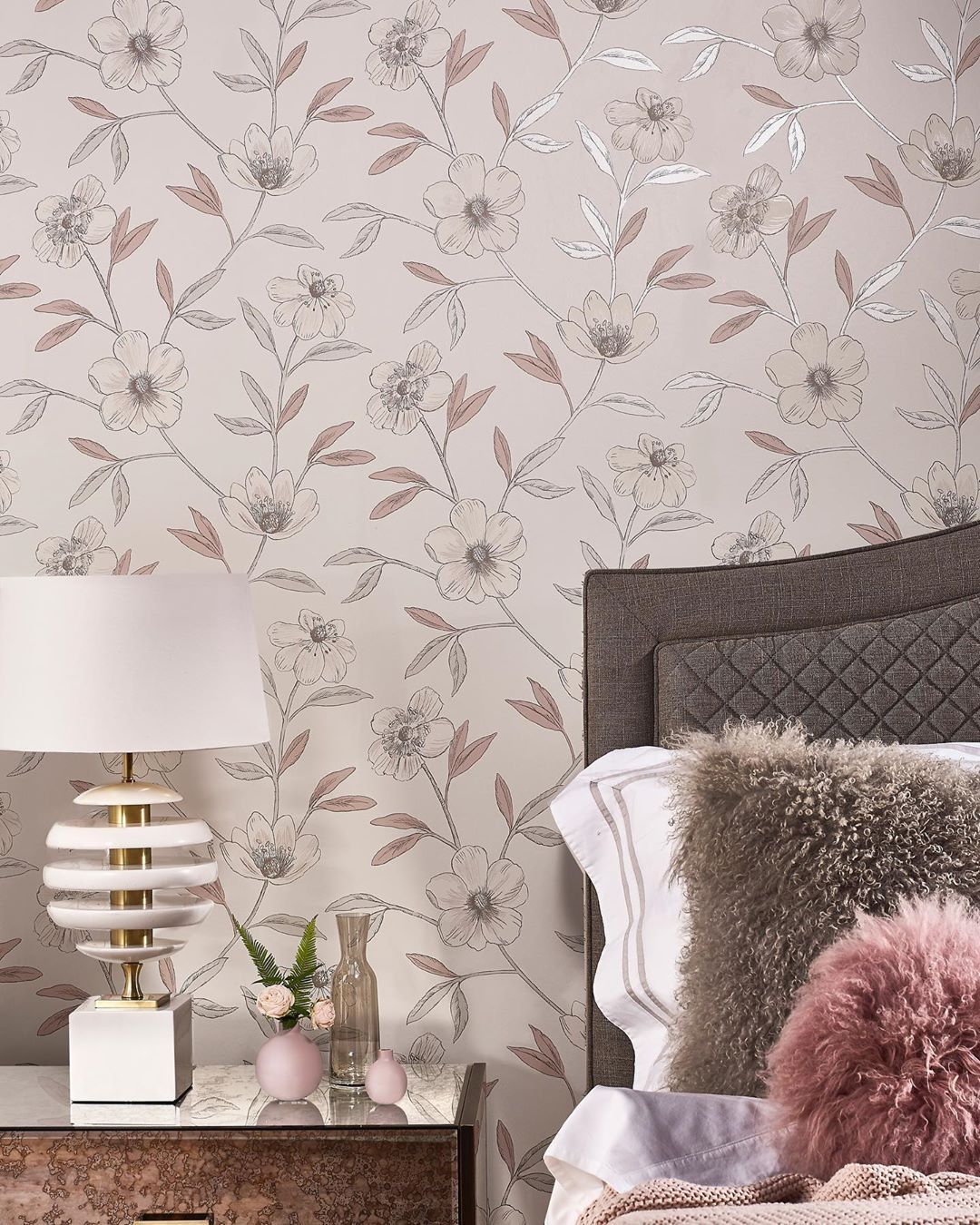 Care Ar Fi Cea Mai Buna Varianta Pentru A Oferi Un Nou Look Apartamentului Sau Casei Dumneavoastra Pe Site Wall Coverings Interior Desig Prestigious Textiles