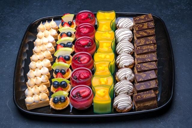 Fancy Mini Desserts Platter Large | Dessert platter, Mini ...