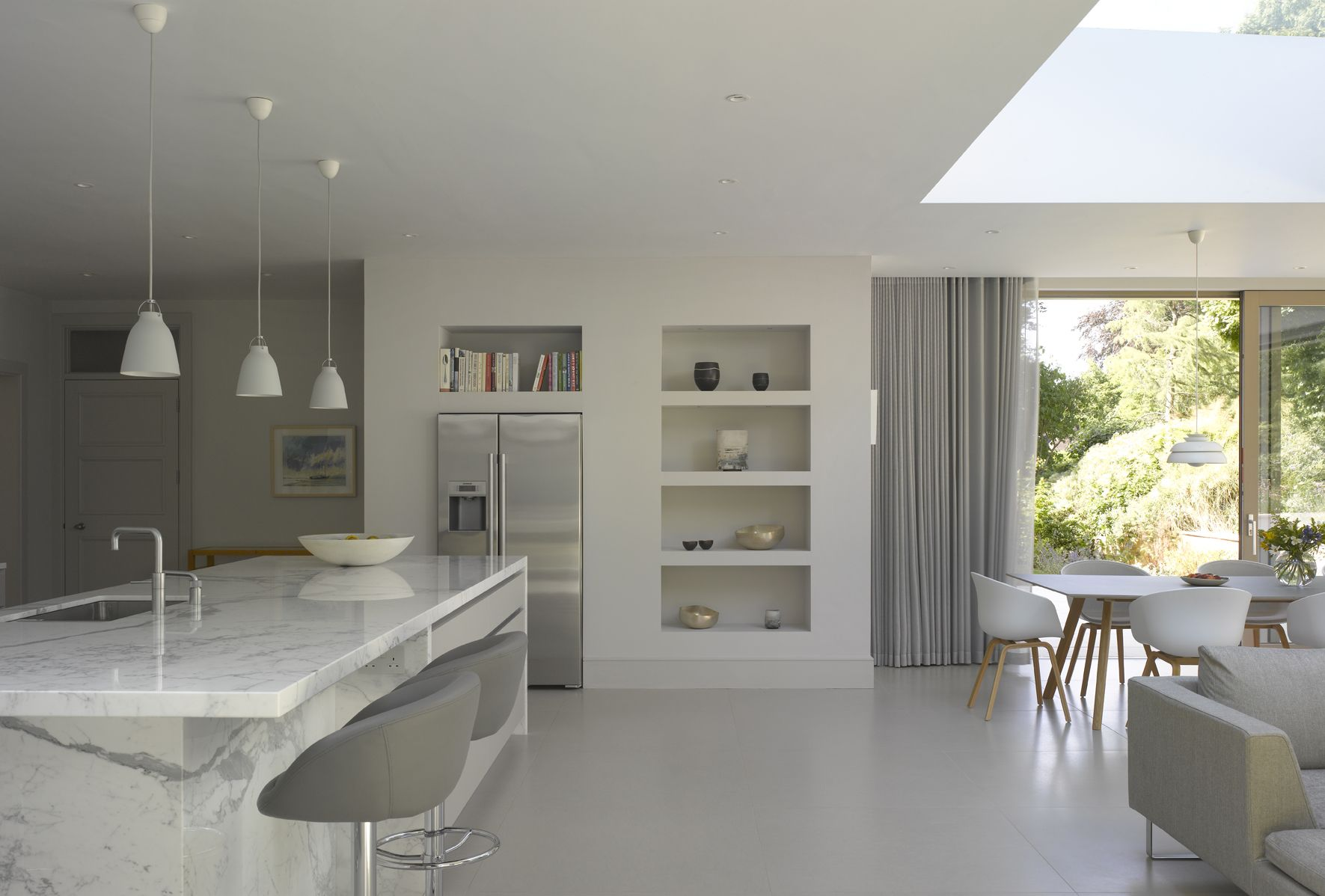 Discreet Urbo White Matt Lacquer Kitchen From Roundhouse