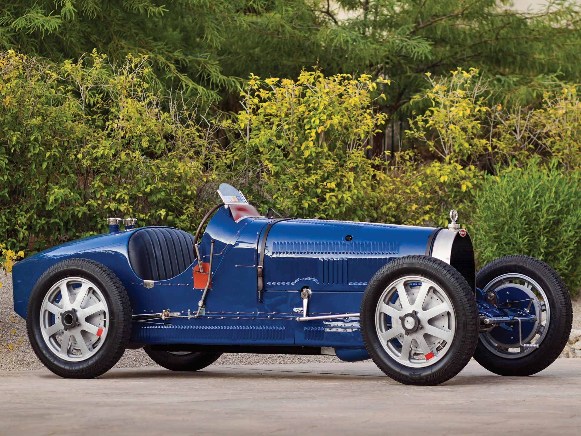 The Bugatti Type 35 Series Was Considered One Of The Most Succesful Race Cars Ever Produced With Over 1 000 Race Wins To It Bugatti Cars Classic Cars Race Cars