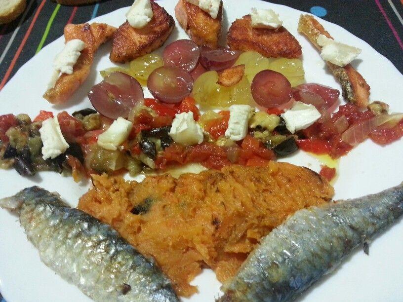 Arengada amb raïm versió 2013 (boniato, escalivada, salmó i formatge de cabra)