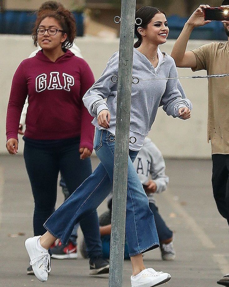 Selena Gomez In Los Angeles California October 30 Selenagomez En Los Angeles California Octubre 30 Selenag Selena Gomez Selena Gomez Style Fall Outfits