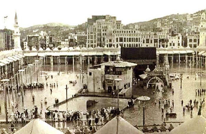 B0p Uwccuaaecdr Flood On The Holy Mosque In Makkah In 1956 السيل على الحرم المكي الشريف سنة 1376 Mecca Makkah Masjid