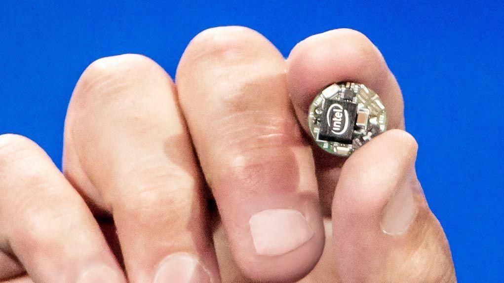 ボタン大に全部入る驚愕のウェアラブルモジュール「Curie」をIntelがリリース - GIGAZINE