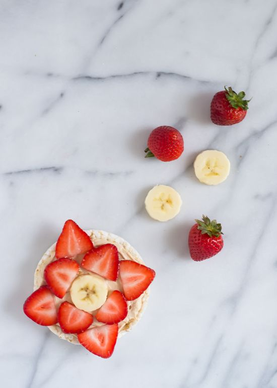 Healthy Peanut Butter Fruit Pizza. Rice cakes top with peanut butter spread and fresh fruit. Perfect for after school snacks